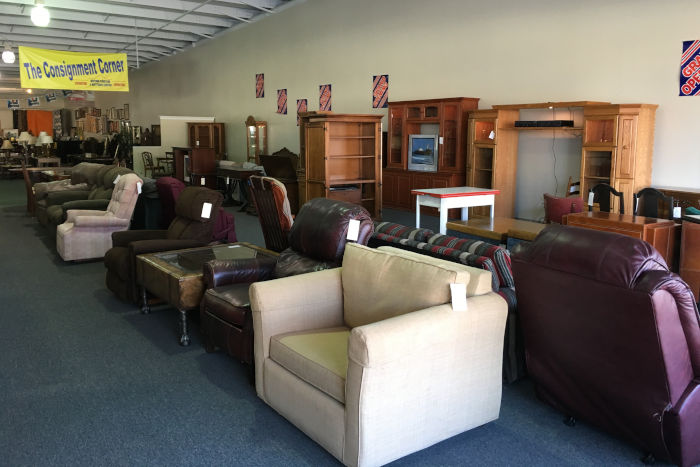 We Have Committed A Portion Of Our Sales Floor To Consignment Furniture. We  Offer Gently Used And Some New Furniture In The Consignment Corner.