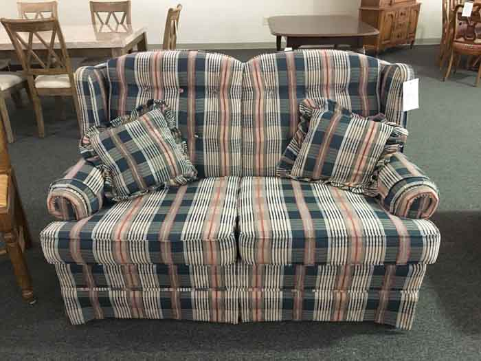 Swell Broyhill Loveseat Available Today Midtown Furniture Ibusinesslaw Wood Chair Design Ideas Ibusinesslaworg