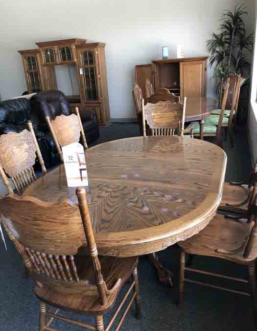Oak table and 6 chairs $188